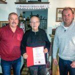 Helmut Nieder würd für 25 Jahre Parteimitgliedschaft geehrt